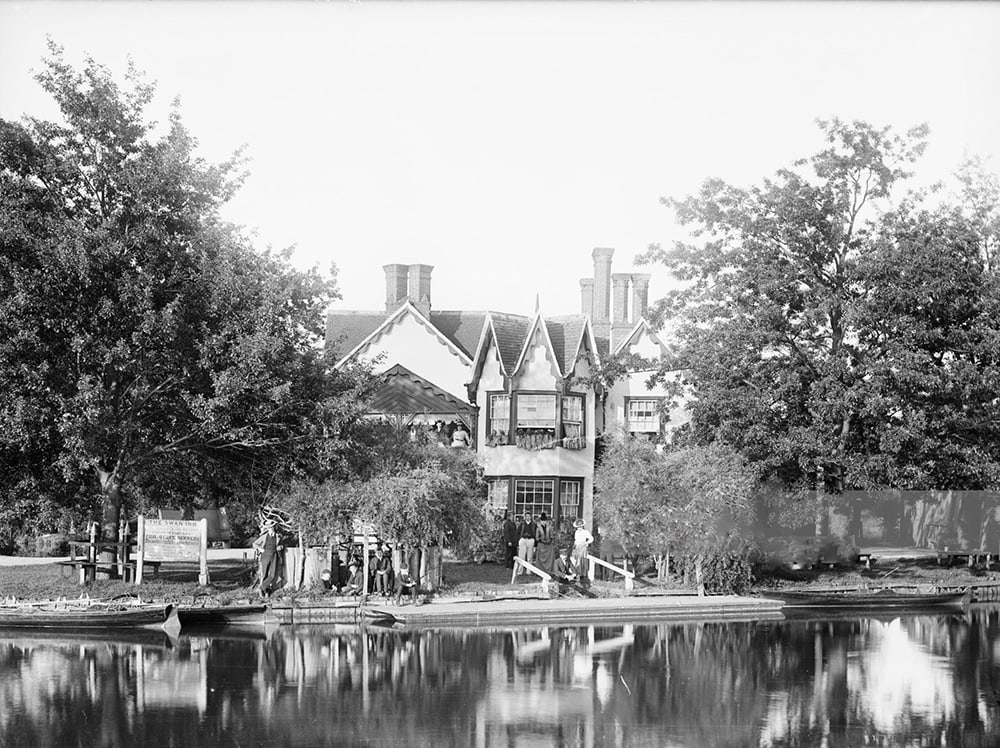 Photo by Henry Taunt. The Swan Inn on Rose Island, Oxfordshire, 1885